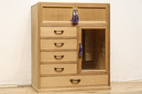 Small chest Ba9086 of the paulownia which there are a mirror and a wicket, and is pretty