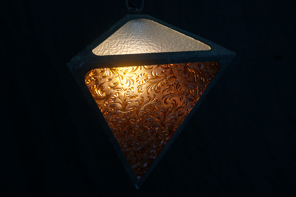 A wonderful electric shade DB6715 that creates a retro look with a gorgeous pattern