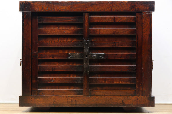 Custom-made general keyaki car chests carved by Sanin wealthy merchants in the castle town Ba9264