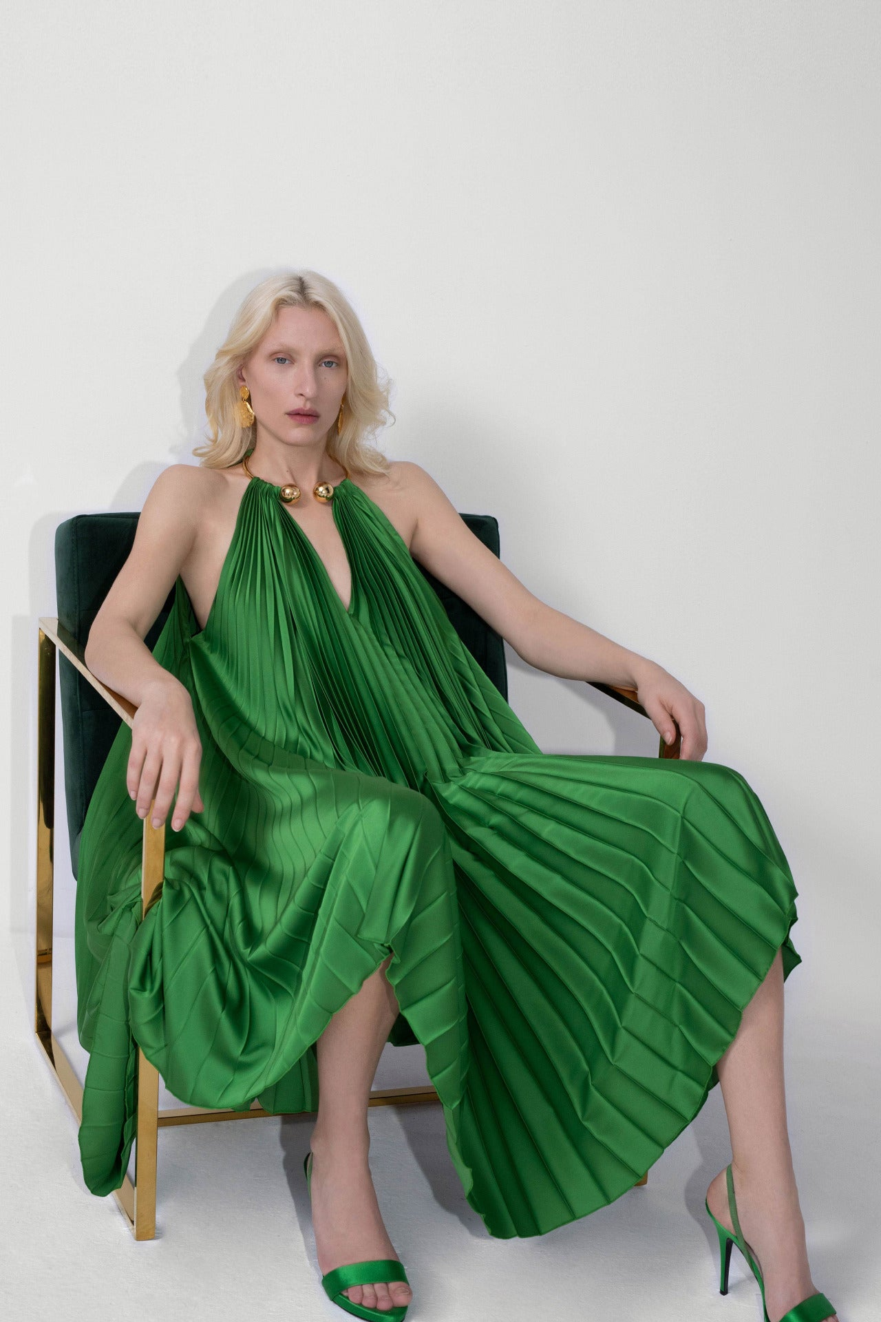 ESCADA Fall/Winter 2020 Green dress golden necklace