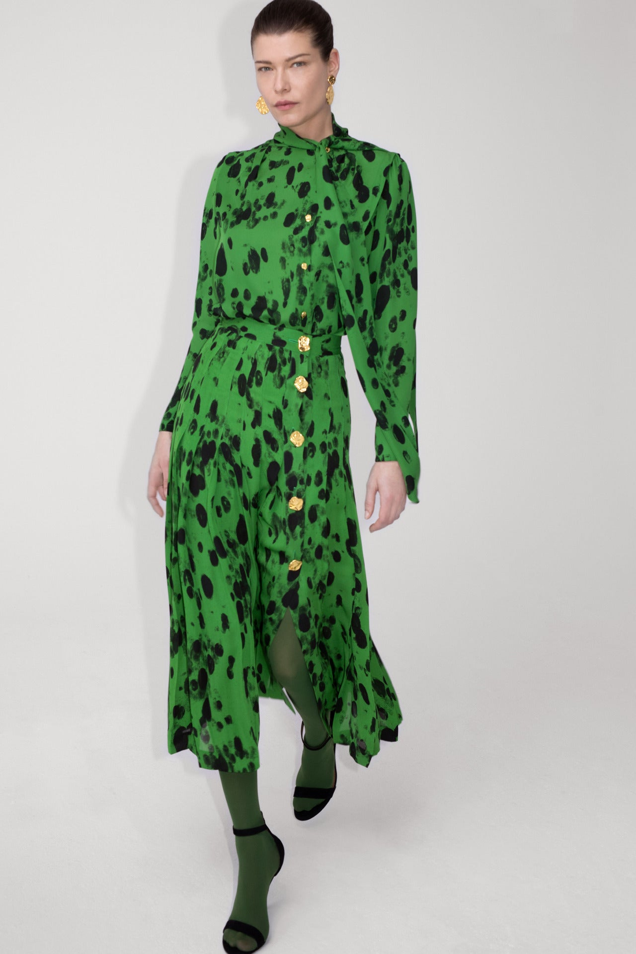 ESCADA Fall/Winter 2020 Green dalmatian skirt and blouse with golden hammered buttons