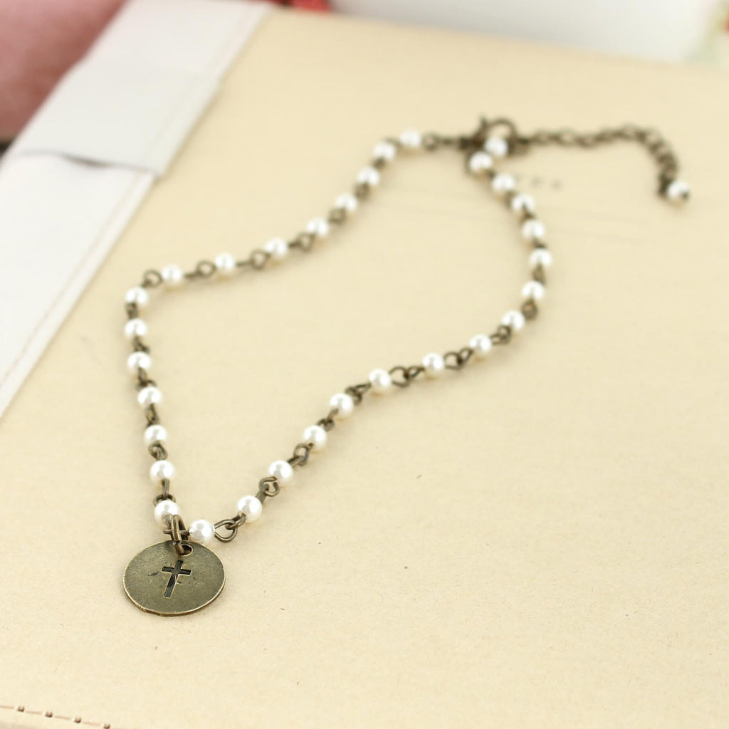 "14 - 16"" Vintage Style Pearl & Cross Necklace"