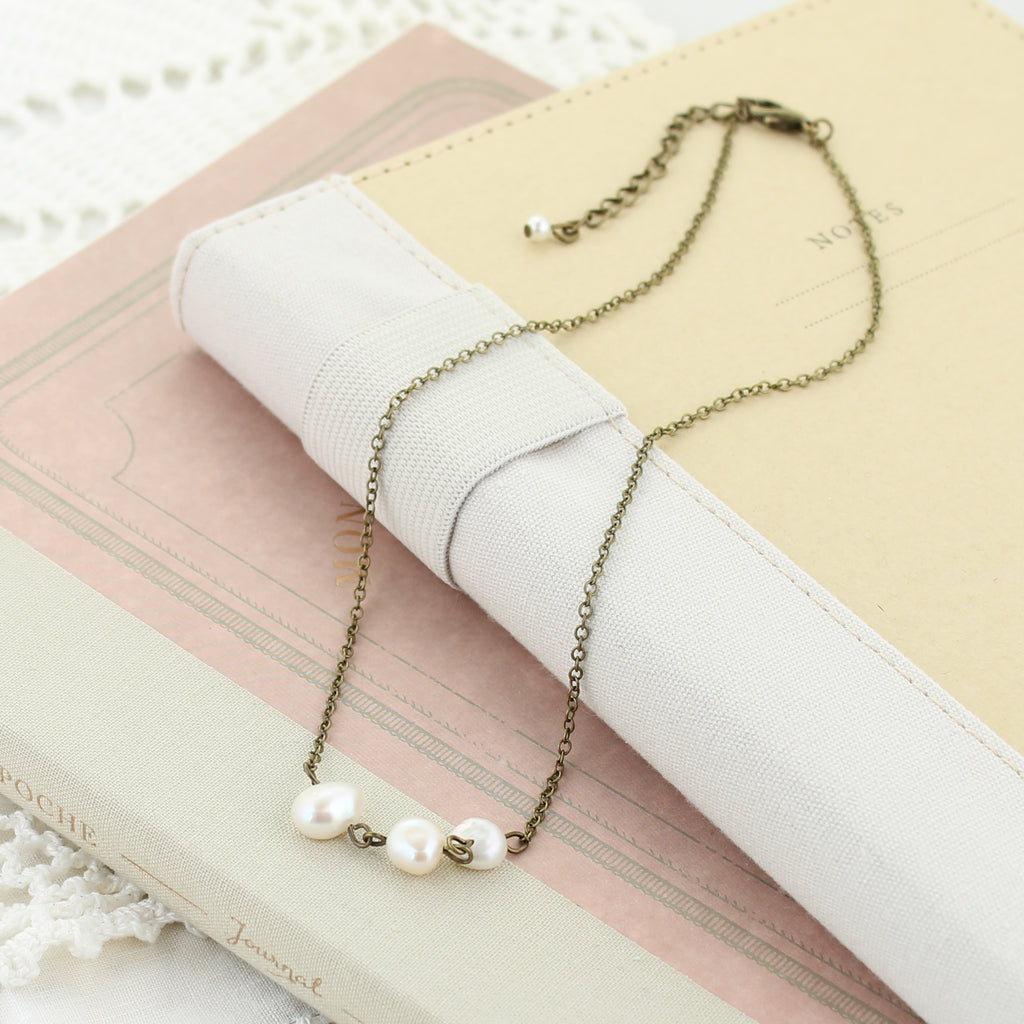 "Vintage Style Chain w/ 3 Pearls 14"" Choker Necklace"