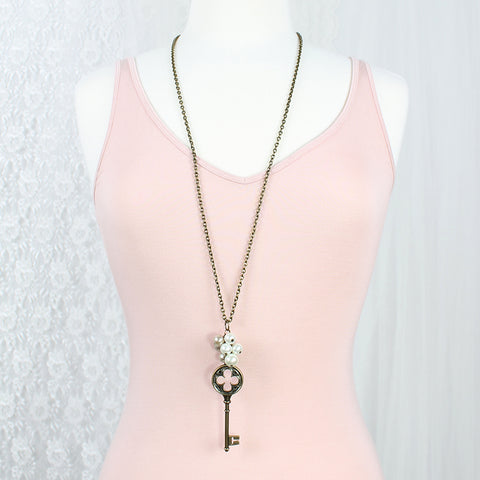 "Vintage Style Key & Pearl Cluster 36"" Necklace"