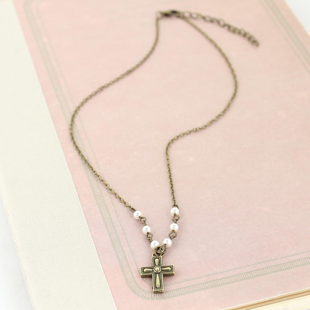 "16 - 18"" Vintage Cross & Pearl Necklace"