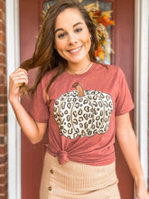 Load image into Gallery viewer, Leopard Pumpkin Graphic Tee