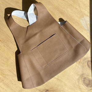 SMALL CHILDREN'S APRONS WALNUT
