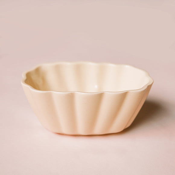 Vintage Planter - Cream Scalloped
