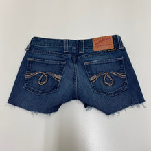 Load image into Gallery viewer, Levi Shorts // Size 5/6