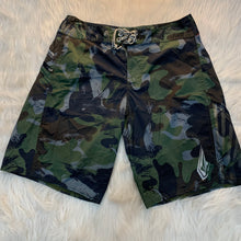 Load image into Gallery viewer, Men's Volcom Shorts // Size Medium