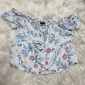 Kendall & Kylie Short Sleeve // Size Small