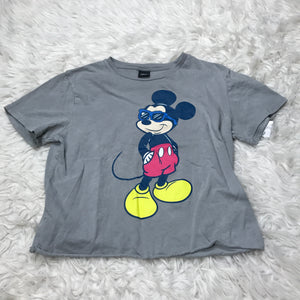 Disney T-Shirt // Size Small