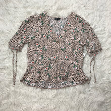 Load image into Gallery viewer, Topshop Short Sleeve // Size Medium