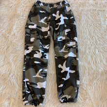 Load image into Gallery viewer, Men's Camo Joggers // Size Large