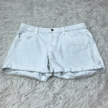 Load image into Gallery viewer, H&M Shorts // Size 9/10 (30)