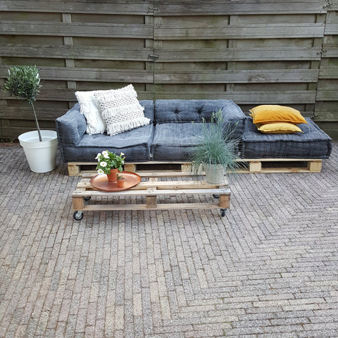 loungebank-in-tuin
