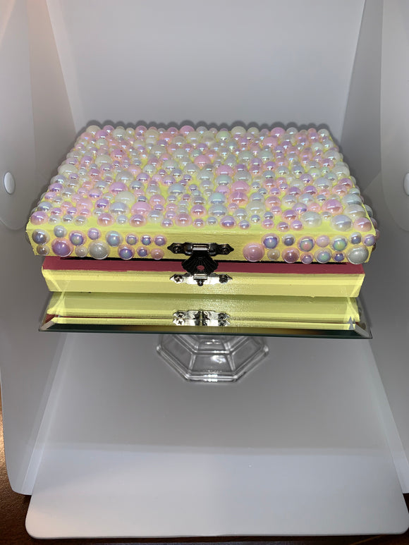 Storage Box for ventilating needle holders and hair clips