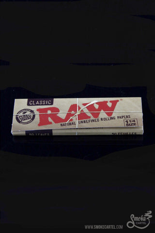 RAW 1 and 1/4 Inch Rolling Papers