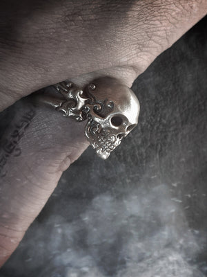 Skull Ring | CrossBones Deco
