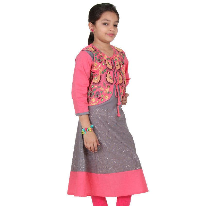 eSTYLe Girls Frost Grey Cotton Anarkali With Contrast Girly Pink Embroidered Coat