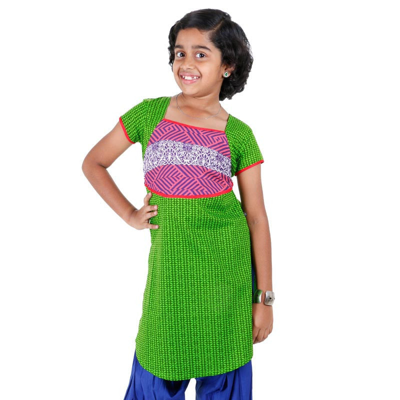 Girls Green Printed Cotton Kurta With U Cut Hemline