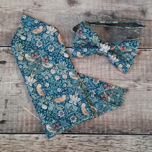 Load image into Gallery viewer, Liberty Strawberry Thief Floral Bowtie And Pocket Square Set