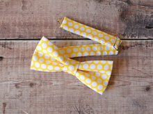 Load image into Gallery viewer, Yellow Polka-dot Bowtie.