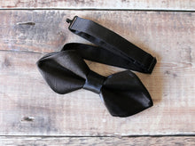 Load image into Gallery viewer, Black Diamond Bowtie.