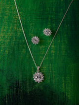 White Flurry Pendant Set (With Chain)