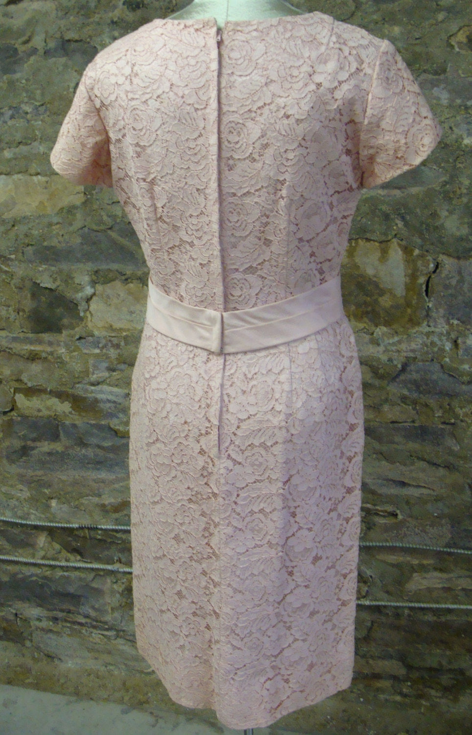 pink LACE WIGGLE DRESS vintage sheath 50's 60's mad men M (B2)