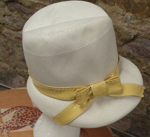 IVORY VINTAGE FEDORA white with yellow mr richard 60's