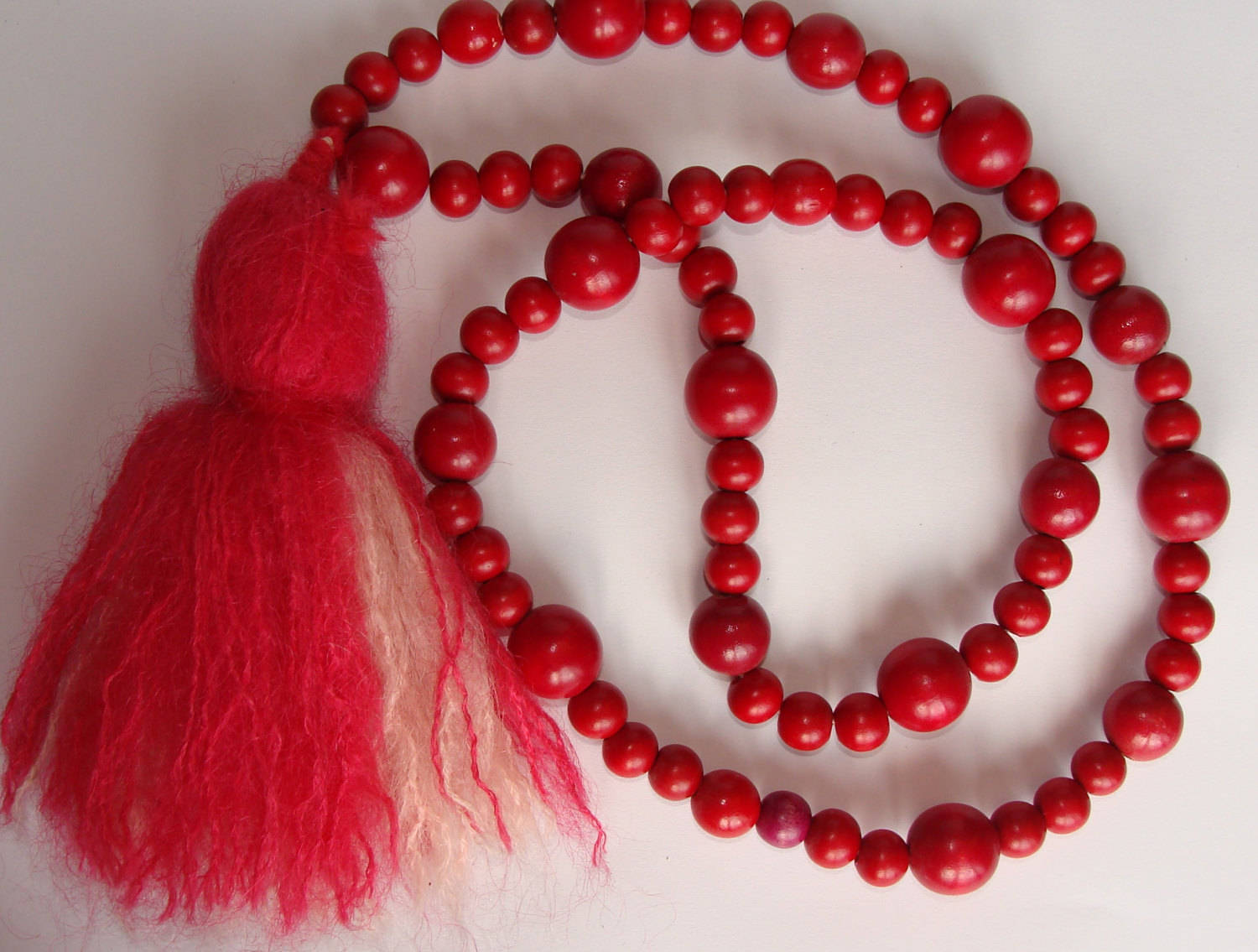 RED WOODEN BEADS with mohair tassel necklace boho vintage (C2)