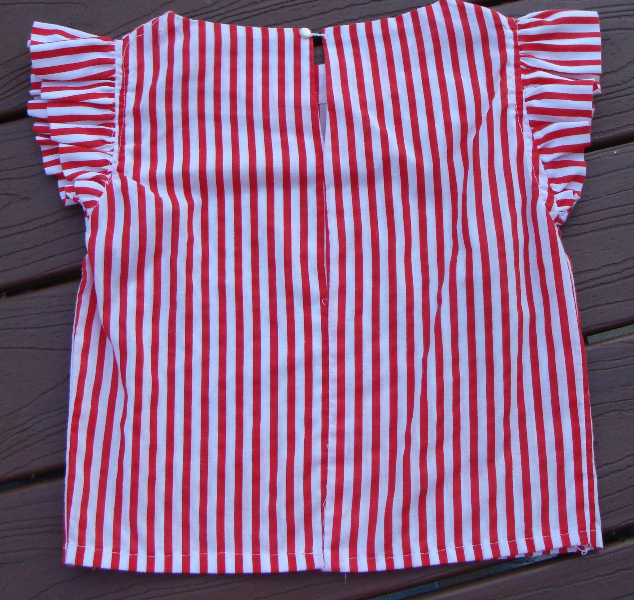red and white CANDY STRIPER BLOUSE summer flutter sleeve M (B4)