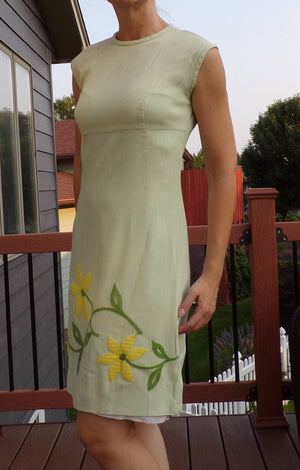 MINTY GREEN SHEATH dress with yellow embroidered flowers 1960s 60s S xs (B4)