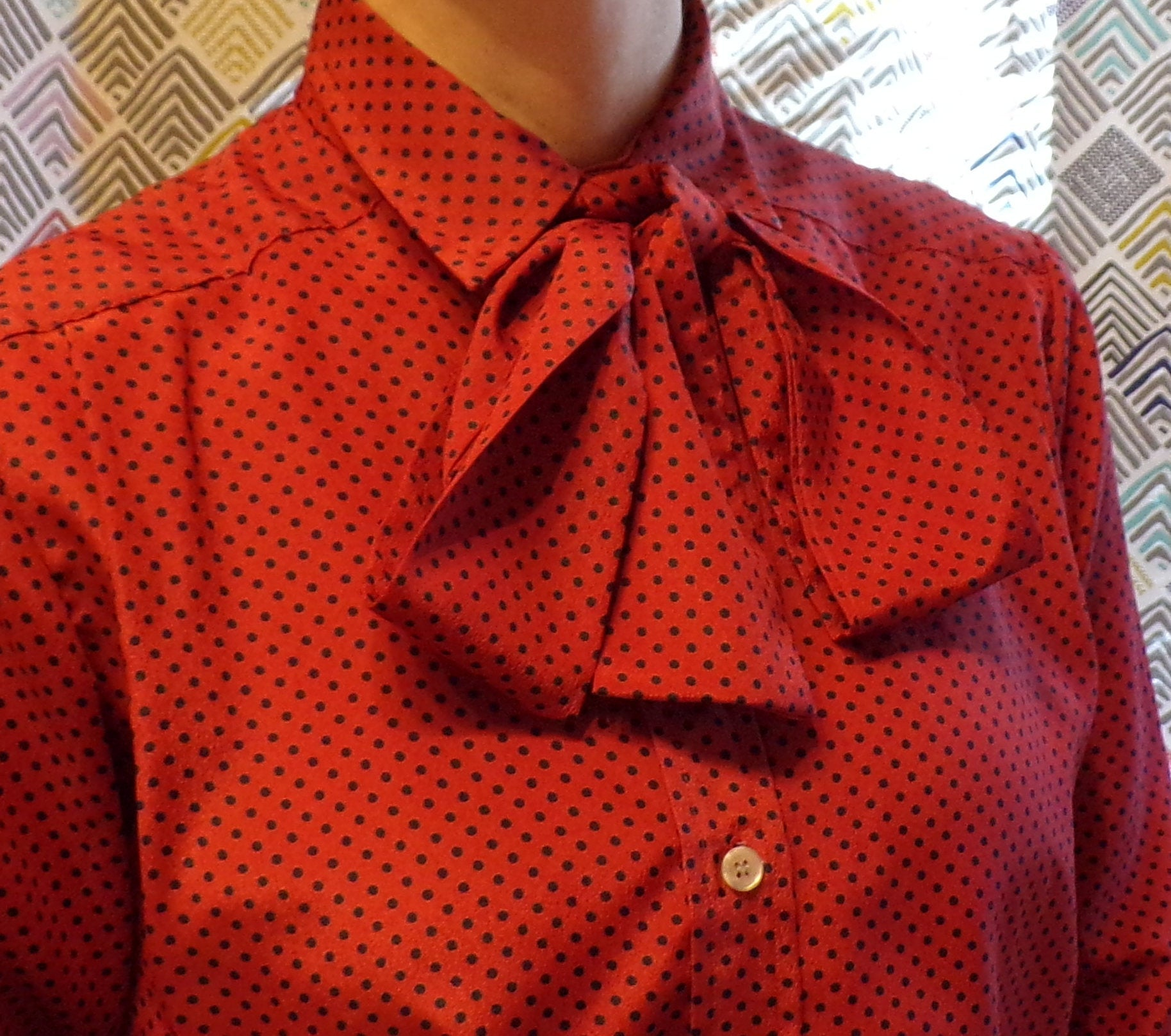 CORAL and NAVY vintage BLOUSE pussy bow tie neck polka dot S M (H2)
