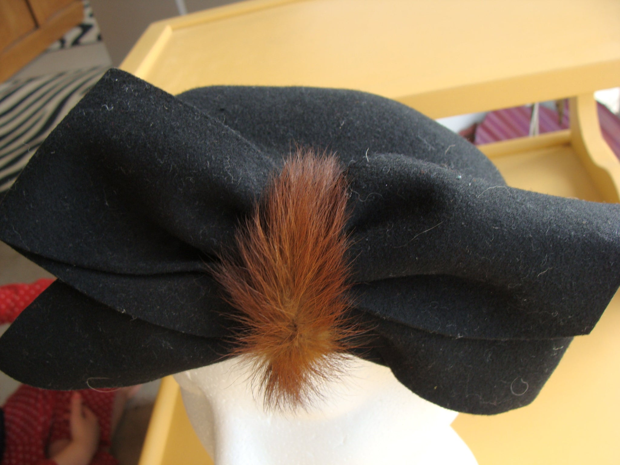 BLACK WOOL HAT felt with mink accent bow 1940s