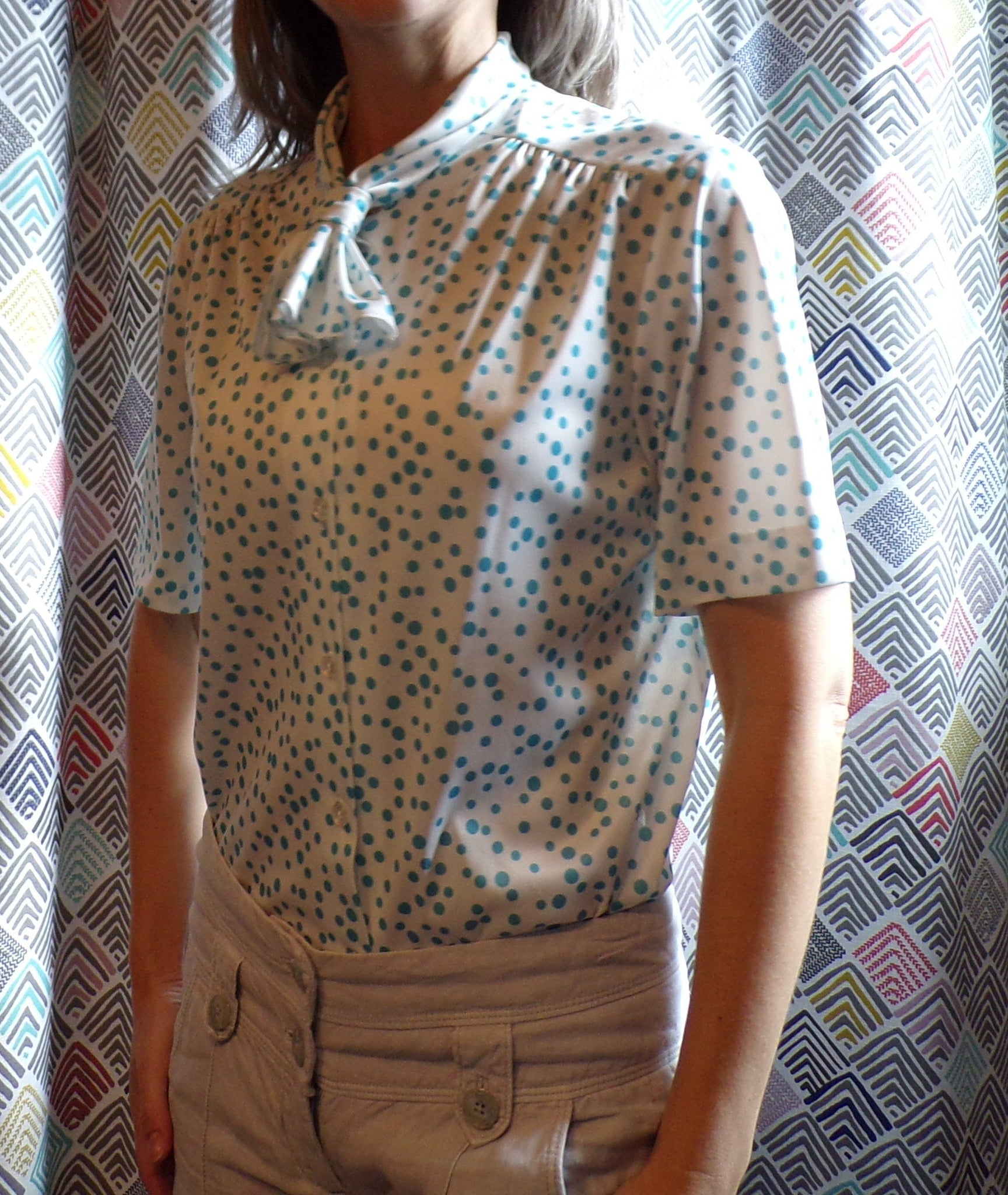 AQUA and WHITE POLKADOT tie neck blouse graff S M (J3)