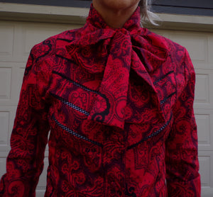 RED and BLACK PAISLEY pussybow vintage blouse 1970s 70s xs S (G7)