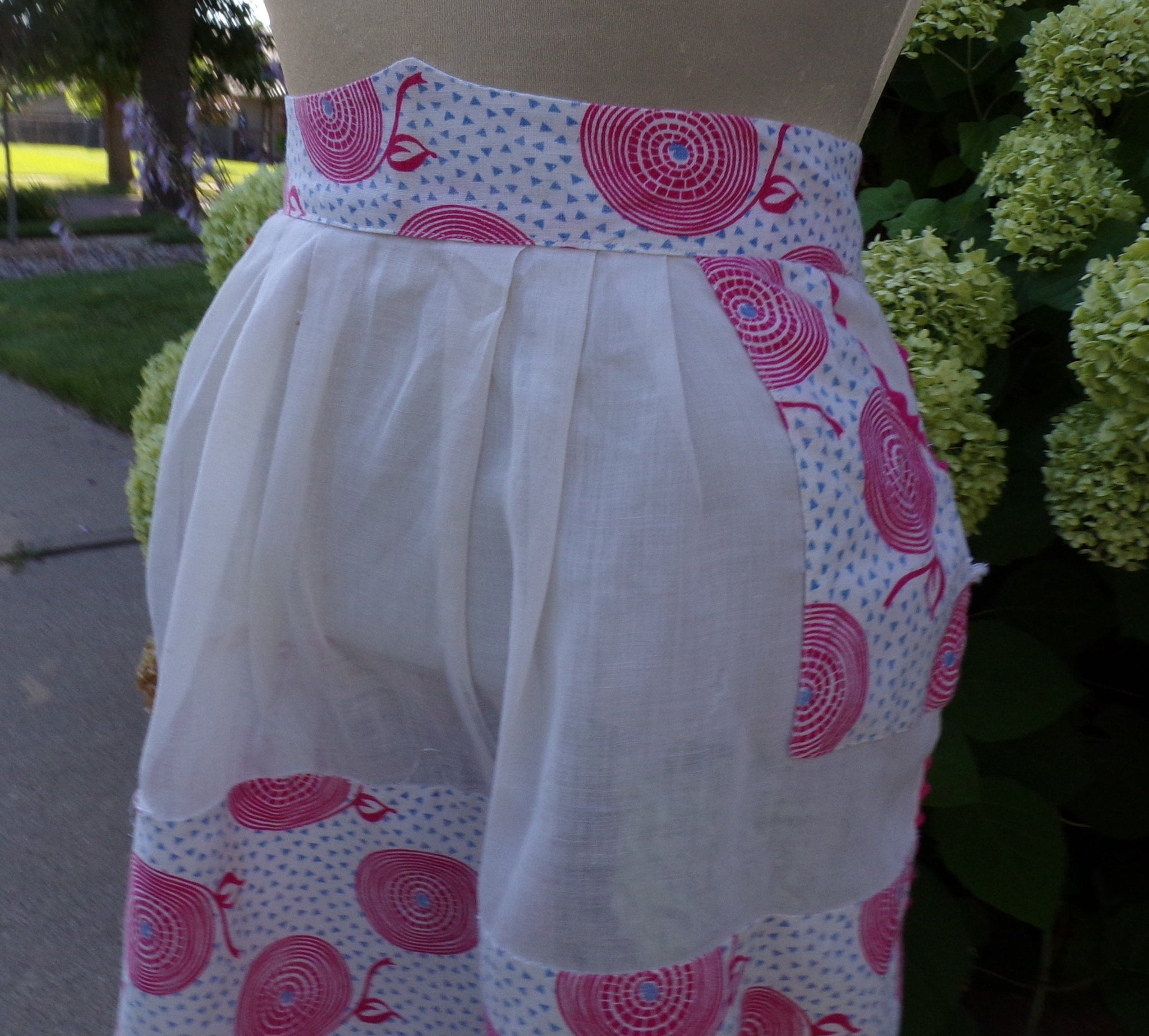 1940's VINTAGE APRON housewife 40's cotton (B9)