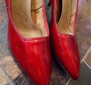 CHERRY RED HEELS 1950's 1960's patent kitten 6.5 7 narrow (F2)
