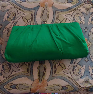 EMERALD GREEEN satin CLUTCH bag 1960's 60's hl (F6)