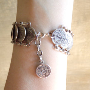 1960's LAYERED COIN BRACELET 60's silvertone (C6)