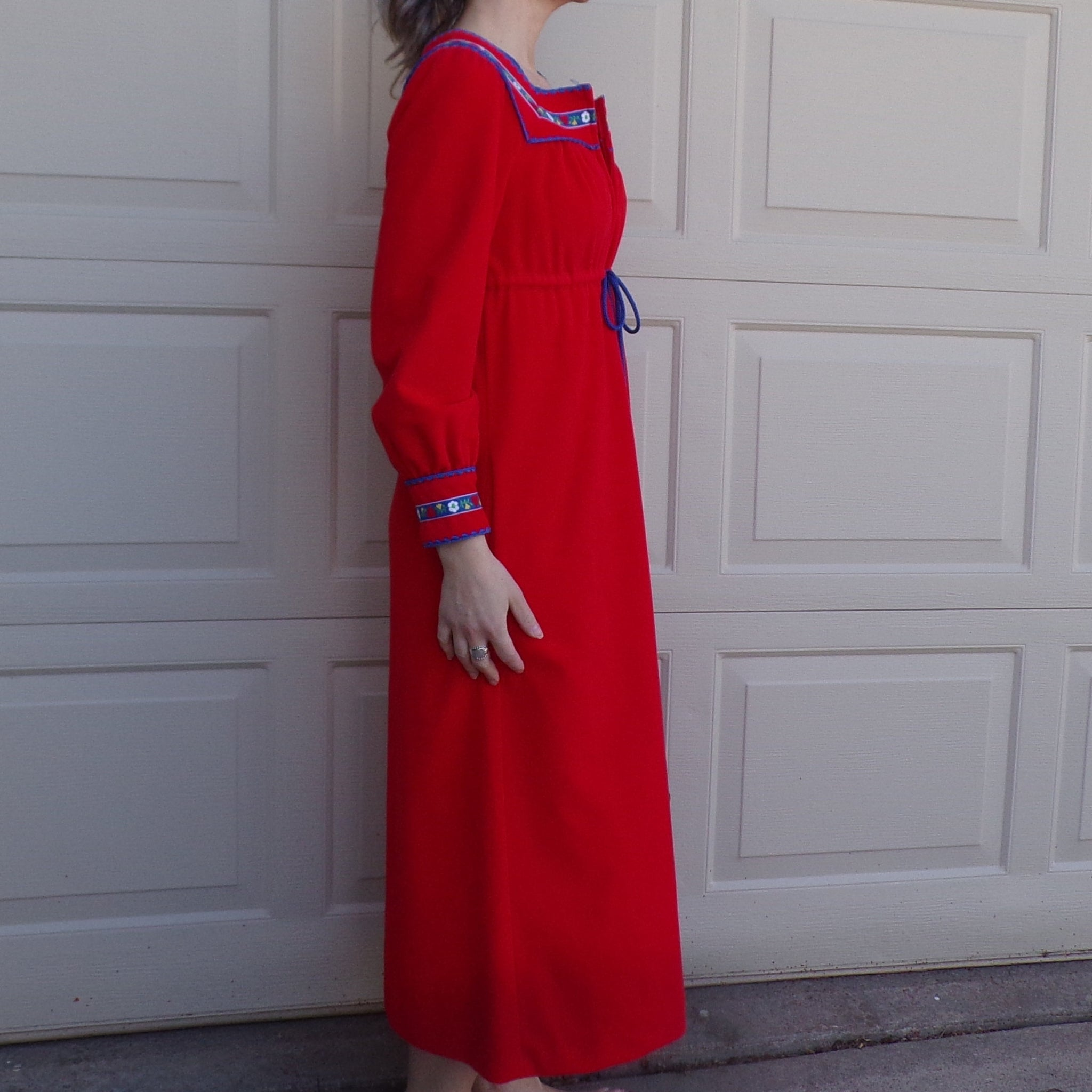 RED VASSARETTE LOUNGE nightgown and robe set 1970's 70's S petite xs
