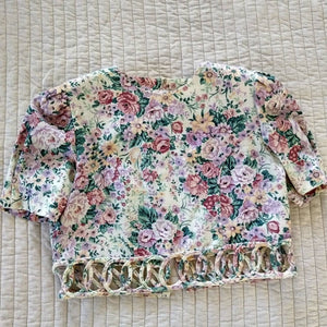 CABBAGE ROSE cropped TOP back button blouse S (G2)