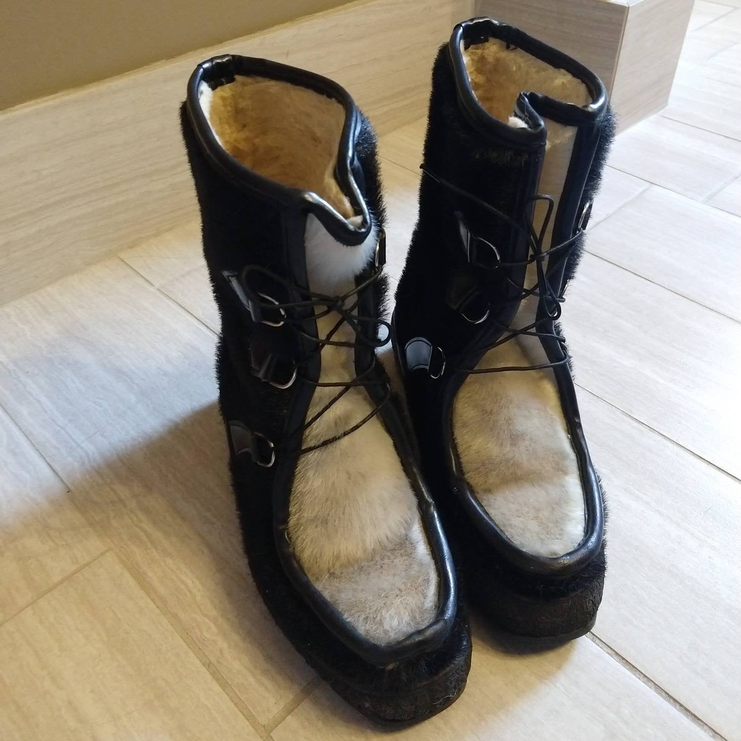 VINTAGE WINTER BOOTS furry faux shearling 7 7.5 (K4)