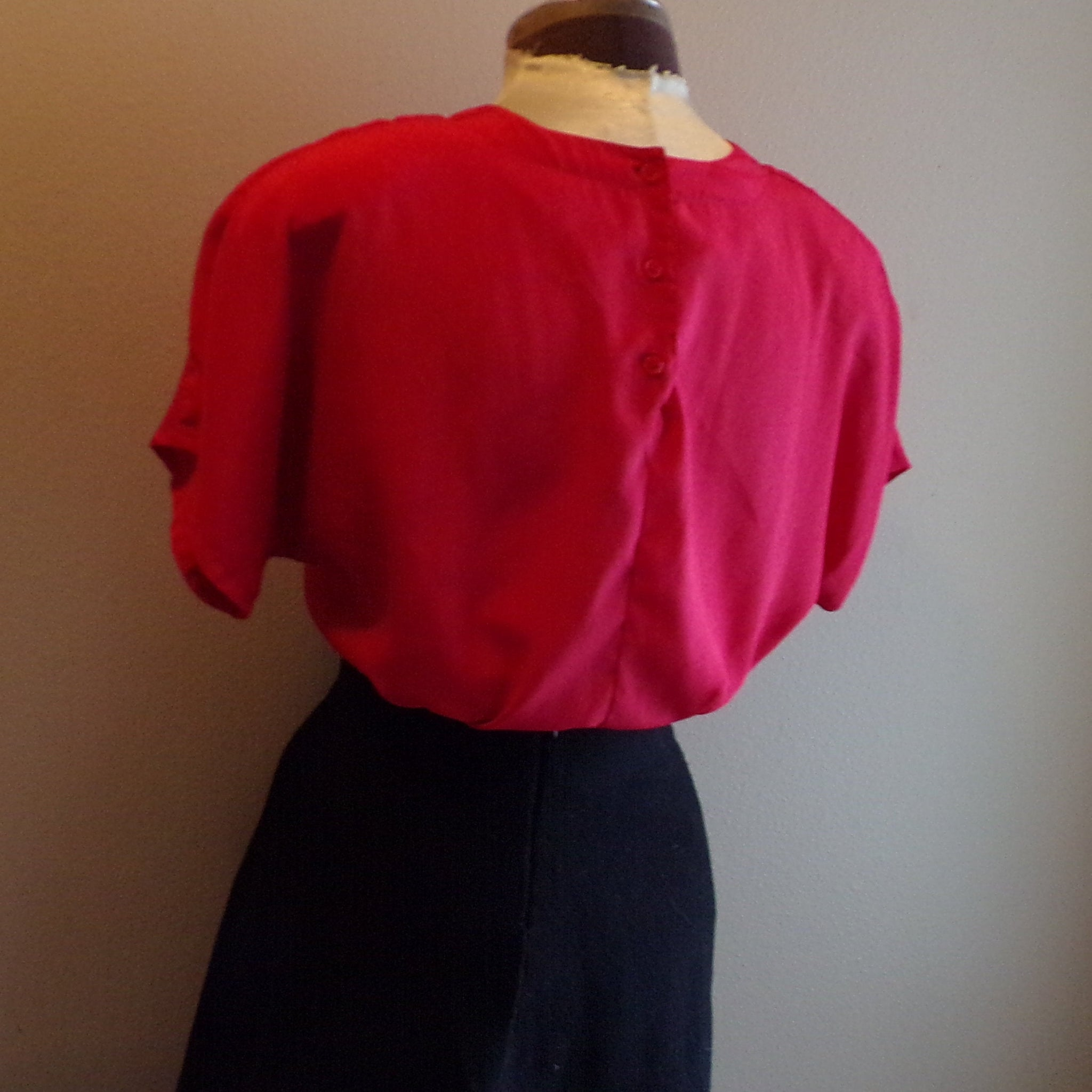 RED TEE SHELL worthington 1980's 80's S M (E10)