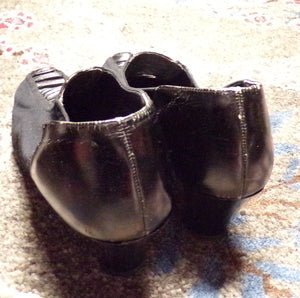 LATE 1920's WOOL and LEATHER shoes heels 7.5 (K7)