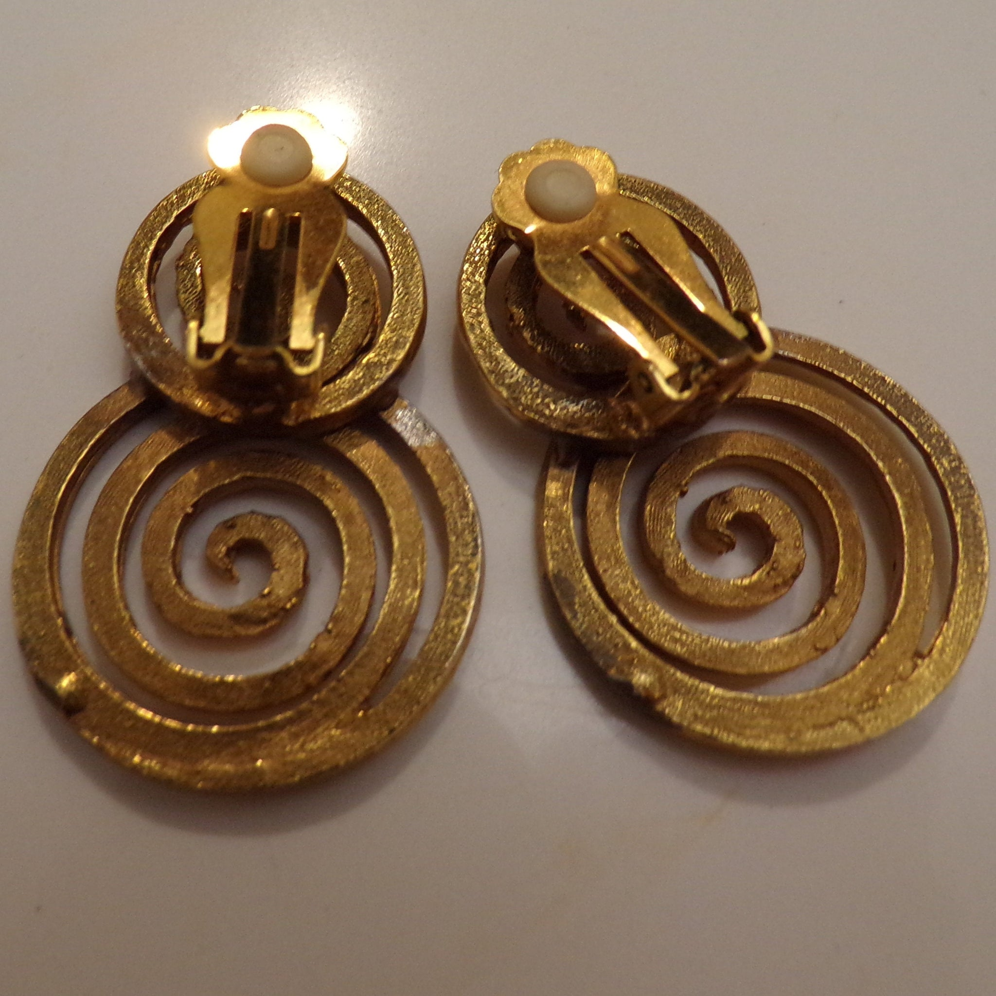 1980s 1990s SPIRAL BEADED NECKLACE and earrings set