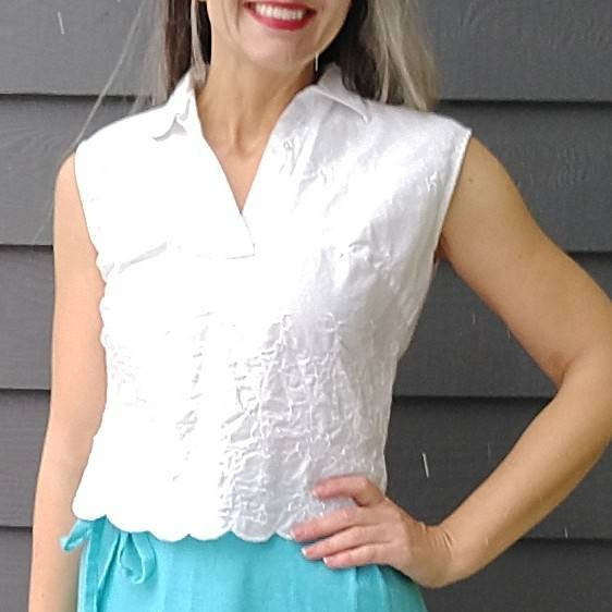 WHITE SLEEVELESS BLOUSE scalloped hem top S M (D10)