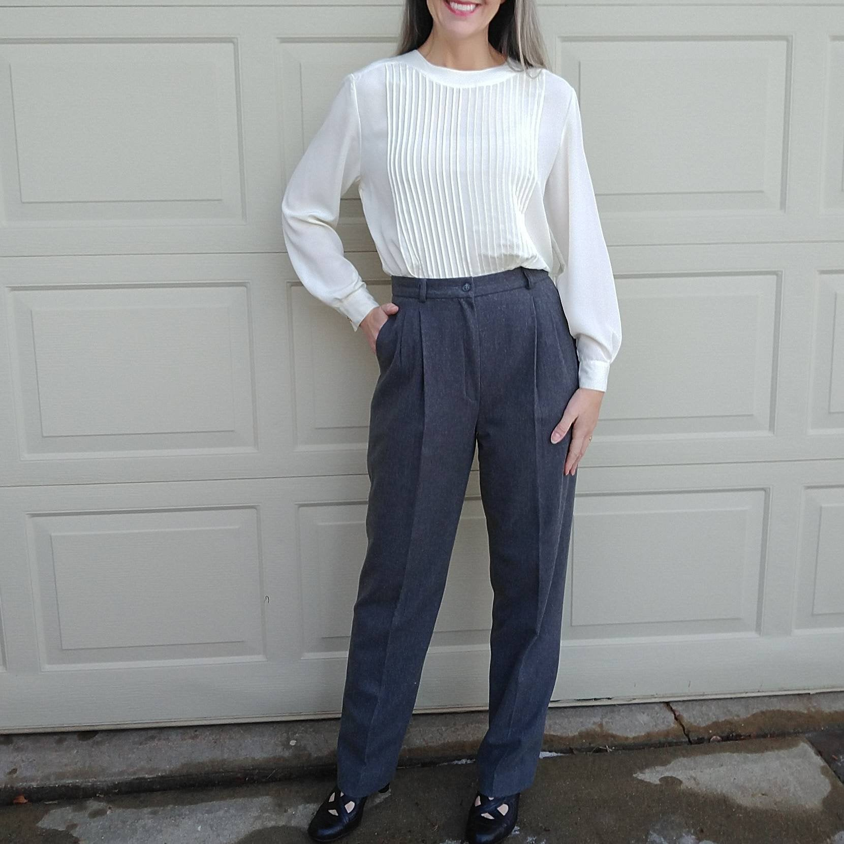 1980s IVORY PINTUCKED BLOUSE petite sophisticate S (D4)